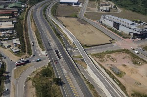 Aerial view of the M25/ Bhejane Road Underpass Interchange in KwaMashu with the Ntuzuma Bridge City Magistrate's Court on top right. Courtesy of Tongaat Hulett Developments.